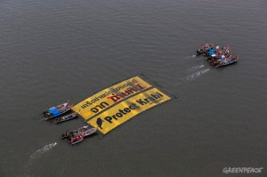 "THAILAND - KRABI, November 9, 2014 : Fishing boat drag a giant banner with a message ""Protect Krabi"" as they take part during a demonstrate against a local coal-fired power plant project at the mangrove area in Krabi's river estuary on November 9, 2014. More than 70 local fishing boats and local fishers are protesting against a local coal-fired power plant project. (Photo by ©Greenpeace)"
